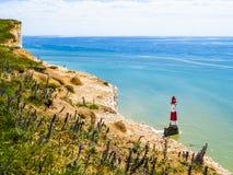 Falaises et cap Bévésiers blancs de phare Photographie stock libre de droits