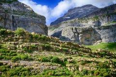 Falaises et montagnes dans l'Espagnol Pyrénées Photos libres de droits