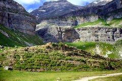 Falaises et montagnes dans l'Espagnol Pyrénées Image stock