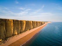 Falaises et plage à la baie occidentale, Dorset Image libre de droits