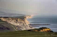 Falaises jurassiques sur la côte de Dorset près de Bridport images libres de droits