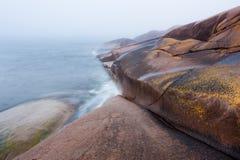 Falaises par la mer Photos libres de droits