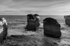 Falaises parmi l'océan, Victoria State, Australie images stock