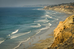 Falaises, plage, et océan, la Californie photographie stock