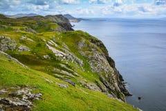 Falaises près de la ligue de Slieve, comté le Donegal, Irlande images stock
