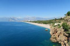 Falaises près de plage de Konyaalti à Antalya en Turquie Images stock