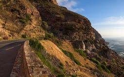 """Falaises rocheuses sur le littoral de l'Océan Atlantique près de Cape Town sur la commande maximale de ¢s de """"de ¬â de 'de Chapma photos libres de droits"""