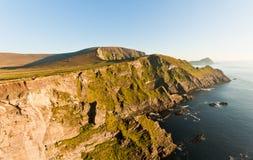 Falaises sur le coucher du soleil, Irlande image stock
