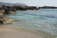 Falasarnastrand, het Eilandoriëntatiepunt van Kreta Paradise-strand met turkoois water en roze zand, Griekenland royalty-vrije stock afbeelding