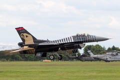 Falco turco di combattimento di General Dynamics F-16CG dell'aeronautica 91-0011 del gruppo solo dell'esposizione del ` del Turco Immagine Stock