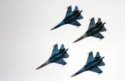 Falcons acrobatiques aériens d'équipes de la Russie sur les avions Su-27 Photo stock