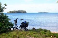 Falcowanie bicykl przy Pacyficznym dennym wybrzeżem zdjęcie stock