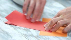 Falcowanie czerwieni papier, zamyka up zbiory