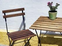 Falcowanie stół i krzesło zdjęcie stock