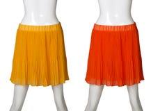 Falda roja y anaranjada de las mujeres Imagen de archivo