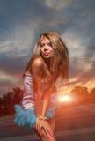 Falda weared al aire libre rubia de pelo largo del tutú Imágenes de archivo libres de regalías