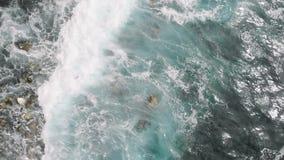 Fale w Atlantyckim oceanie w El Pris, Tenerife wyspa, wyspy kanaryjskie, Hiszpania, Europa zdjęcie wideo