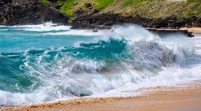 Fale w kipieli od pla?y w Hawaje zdjęcia stock