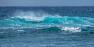 Fale w kipieli od pla?y w Hawaje zdjęcie stock