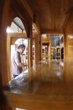 Falegname che fa mobilia Fotografia Stock Libera da Diritti