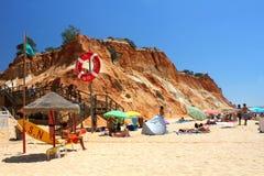 Falesia海滩在阿尔加威 免版税库存图片