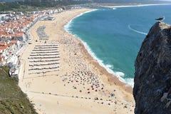 Faleza boczny widok Nazare plaża w Nazare Portugalia zdjęcia royalty free