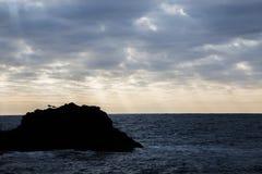 Faleza morzem przy zmierzchem Obrazy Stock