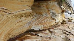 Faleza, skał warstwy, abstrakcjonistyczni kształty, Fotografia Stock