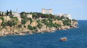 Falezy Antalya i hotele przy Mediterranian morzem w Turcja Zdjęcia Royalty Free
