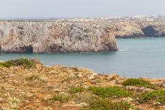 Falezy i Sagre wioska w Cabo De Sao Vincente Zdjęcie Royalty Free