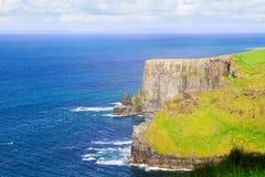 Falezy Moher, zachodnie wybrzeże Irlandia, okręg administracyjny Clare przy dzikim atlantyckim oceanem Obraz Royalty Free
