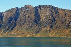 Falezy na Hawea jeziorze Zdjęcia Royalty Free