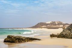 Falezy przy Varadinha plaży boa vista przylądkiem Verde zdjęcie royalty free