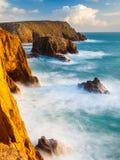 Falezy przy ziemi końcówką Cornwall Zdjęcia Stock