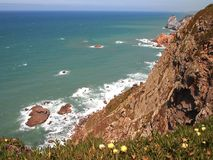 Falezy w Cabo da Roca blisko Sintra, Portugalia, kontynentalny Europe's westernmost punkt Obraz Royalty Free