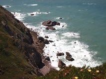 Falezy w Cabo da Roca blisko Sintra, Portugalia, kontynentalny Europe's westernmost punkt Zdjęcie Royalty Free