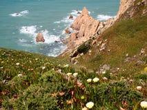 Falezy w Cabo da Roca blisko Sintra, Portugalia, kontynentalny Europe's westernmost punkt Zdjęcie Stock
