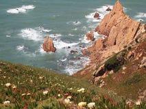 Falezy w Cabo da Roca blisko Sintra, Portugalia, kontynentalny Europe's westernmost punkt Fotografia Royalty Free