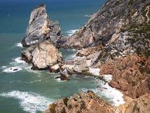 Falezy w Cabo da Roca blisko Sintra, Portugalia, kontynentalny Europe's westernmost punkt Zdjęcia Stock