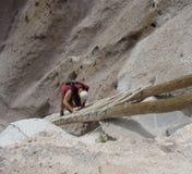 falezy wspinaczkowych mieszkań drabinowy mężczyzna stromy Fotografia Stock
