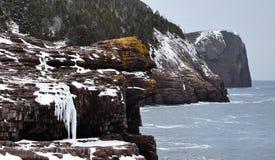 falezy zakrywali lodowego ocean fotografia stock