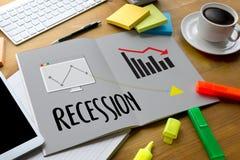 Falha do risco financeiro da retirada para baixo, gráfico de negócio com arro Fotografia de Stock