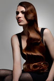 Falista fryzura. Kobieta z Pięknym włosy. Fotografia Royalty Free
