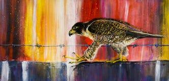 Falke, der auf Leiste schreitet Lizenzfreie Stockfotos