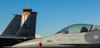 Falken för stridighet F-16 sprutar ut flygplan Royaltyfri Fotografi