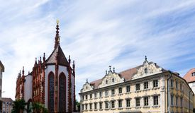 Falkenhaus i WÃ-¼rzburg på den Bayern för blå himmel Tyskland royaltyfri fotografi