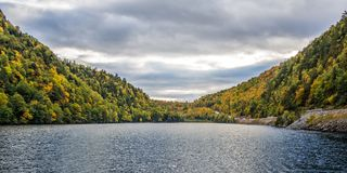 Fall in Adirondack-Berge Stockfotos