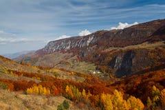 Fall auf Bedeleu-Berge Lizenzfreie Stockfotografie