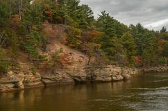 Fall auf den Wisconsin River lizenzfreie stockbilder