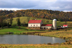 Fall colors of Sky Meadow National park. Farm house and a pond at Shenandoah Valley, Virginia Royalty Free Stock Photos